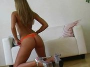 Sexy Girl legt heißen Strip hin